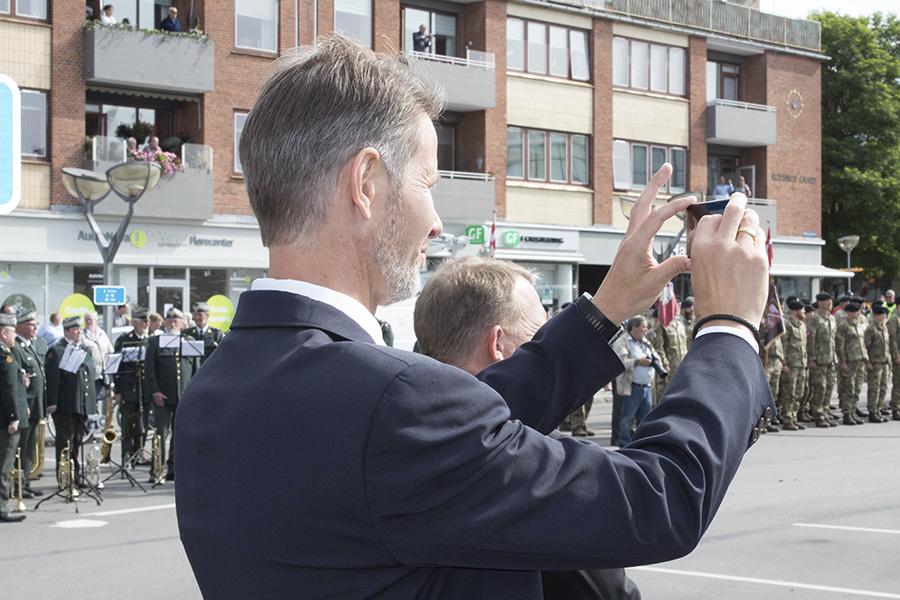 Borgmesteren tager et billede