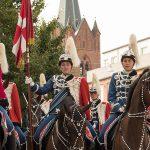 Flagdag i Slagelse med hesteskadron og statsminister