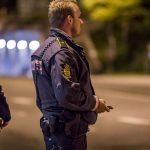 Mand får bøde for at tisse på en politibil