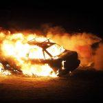Ildspåsættelse af minibus og bil på Motalavej