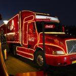 Rød og hvid julelastbil besøger Slagelse By