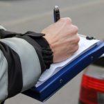 77-årig bilvender rammer bil med 57-årig