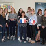Ungdomsskoleelever får DELF A1-diplom i Fransk