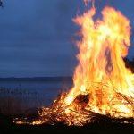 Send heksen til Bloksbjerg – ikke katten