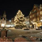 Julelysene tændes på kommunens juletræer