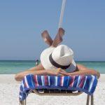 Tre ugers feriepenge kan udbetales fra oktober