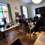 LGBT+-sted for unge inviterer præsten indenfor